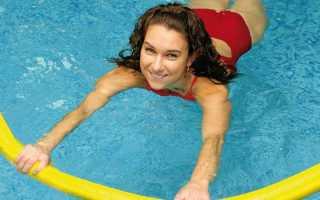 Упражнения в воде для похудения живота. Основные приспособления в аквааэробике. Занятия с нудлами